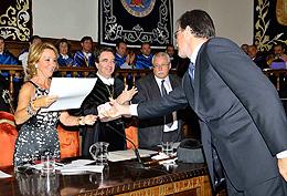 Entrega del premio al profesor Santiago Hierro Anibarro